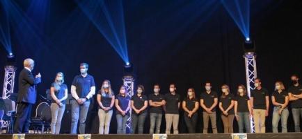 De leden van Rotaryclub Aalter-Nobelstede op het podium van de districtsconferentie.